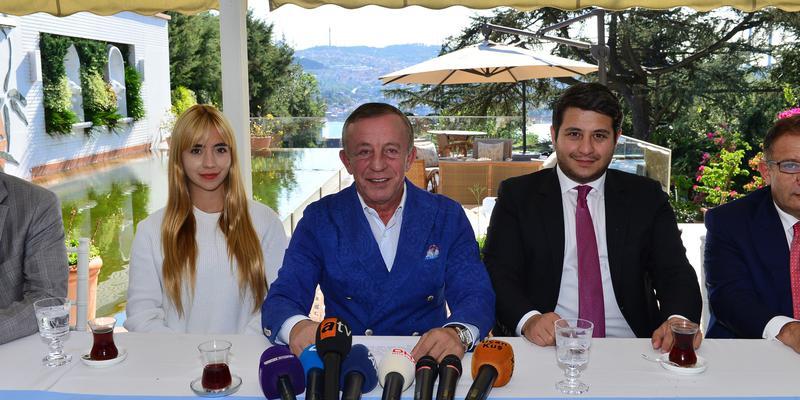 Ağaoğlu, Ampute Milli Futbol Takımı Oyuncularına Çekmeköy Park Projesinden daire hediye etti.