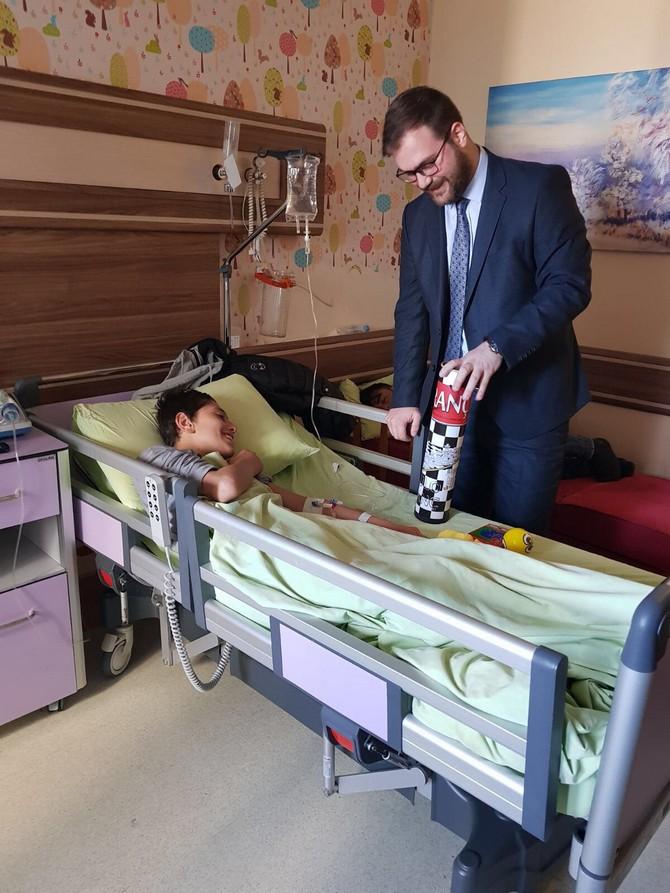 AK Parti Rize İl Gençlik Kolları'ndan Çocuk Hastalara Ziyaret