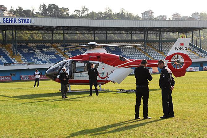 Ambulans helikopter Pazar İlçe Stadı'na minik Irmak için indi