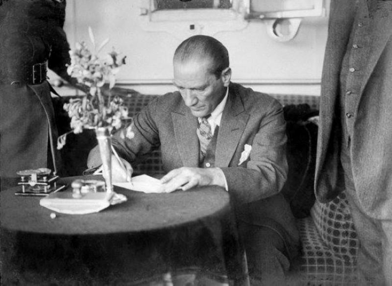 Atatürk'ün Trabzon'a ilk gelişinin 94. yıl dönümü