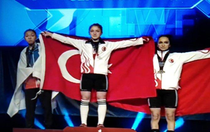 Çaykur Rizespor Kulubü ve Rize TOHM Sporcusu Bektaş, Yıldızlar Dünya Halter Şampiyonu Oldu