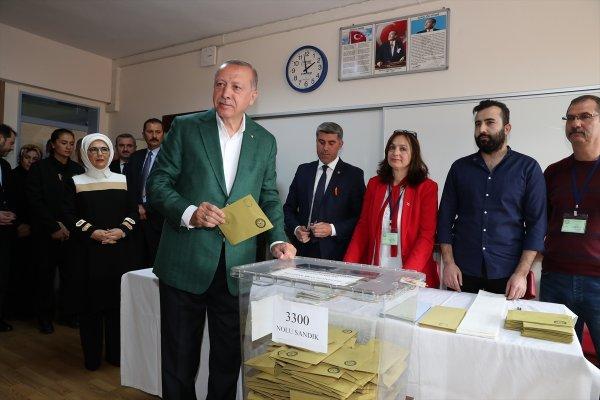 Cumhurbaşkanı Erdoğan, yerel seçim için oyunu verdi