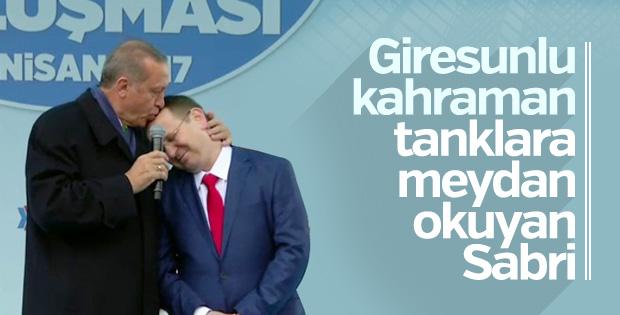 Cumhurbaşkanı Erdoğan, Giresun'da yaptığı konuşmada 15 Temmuz gazisi Sabri Ünal'ı yanına alarak bir konuşma yaptı.
