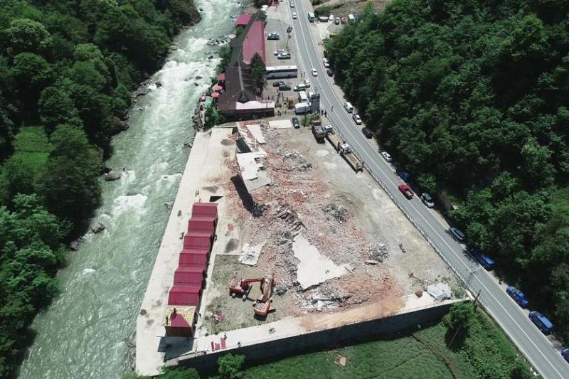 Fırtına Vadisi'nde yapılan kaçak yapıların yıkımında sona gelindi.