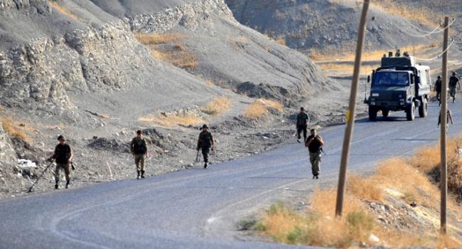 Hakkari'de işçilere teröristler saldırdı