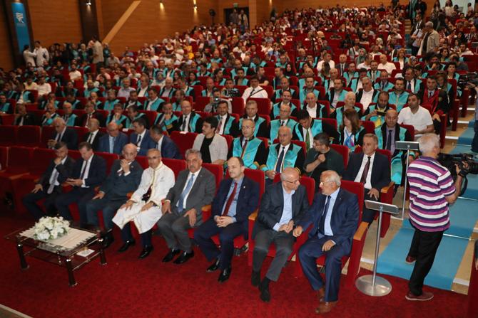 Recep Tayyip Erdoğan Üniversitesi'nde Mezuniyet Töreni Düzenlendi
