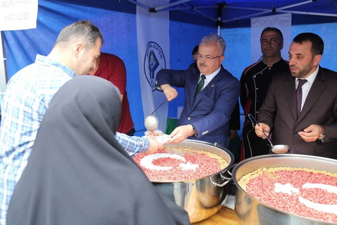 Rize Belediyesi Vatandaşlara Aşure Dağıttı