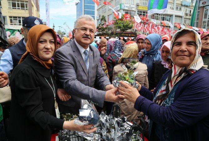 Rize Belediyesi'nden Annelere 4 Bin Çiçek