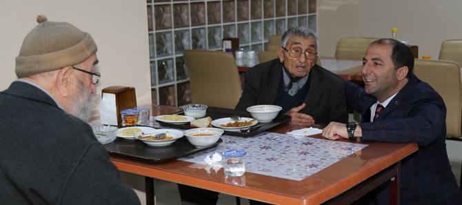 Rize Belediyesi'nden Yaşlılara Bayram Ziyareti