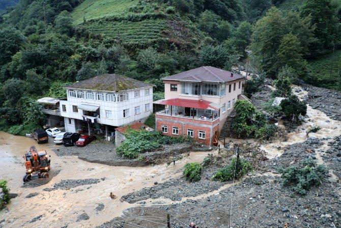Rize-Çamlıhemşin Karayolu Tek Şeritten Ulaşıma Açıldı