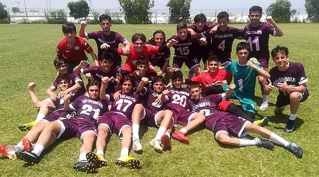 Rize İl Özel İdarespor U16 takımı Antalya'da Şampiyon oldu