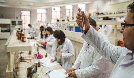 Rize'de 7 Yıl Gecikmeli Kuruluyor. RTEÜ'de Eczacılık Fakültesi Kurulmasına YÖK'ten Onay