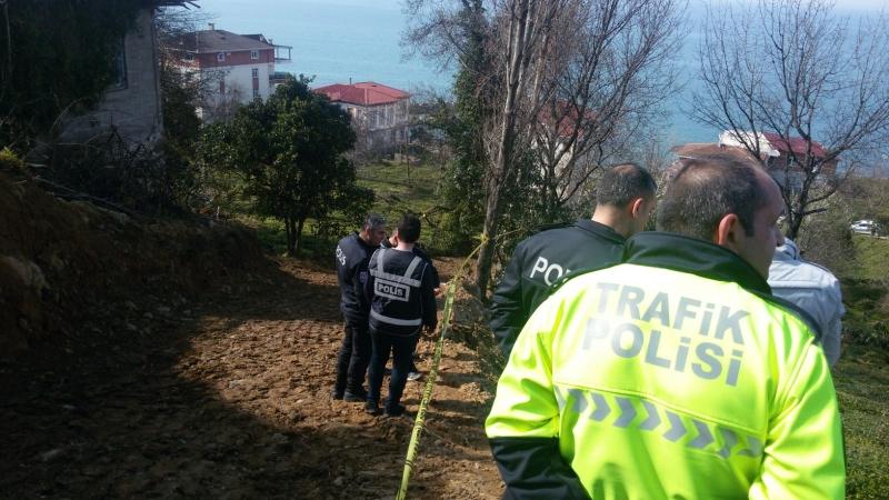 Rize'de çaylık alanda erkek cesedi bulundu.