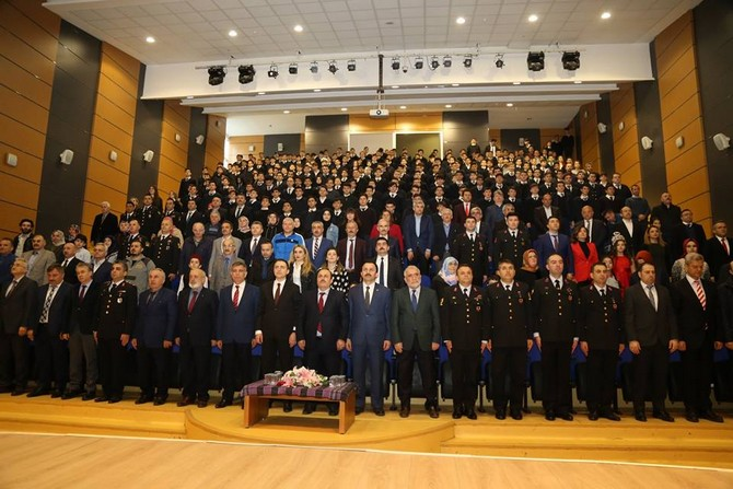 Rize'de İstiklal Marşı'nın Kabulü ve Mehmet Akif Ersoy'u Anma Programı Düzenlendi
