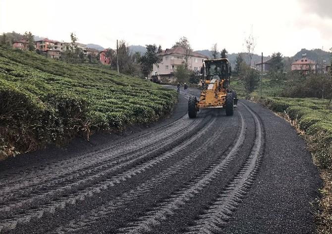 Rize'de Köy Yollarına 1,5 Ayda 60 Bin Ton Asfalt Serildi