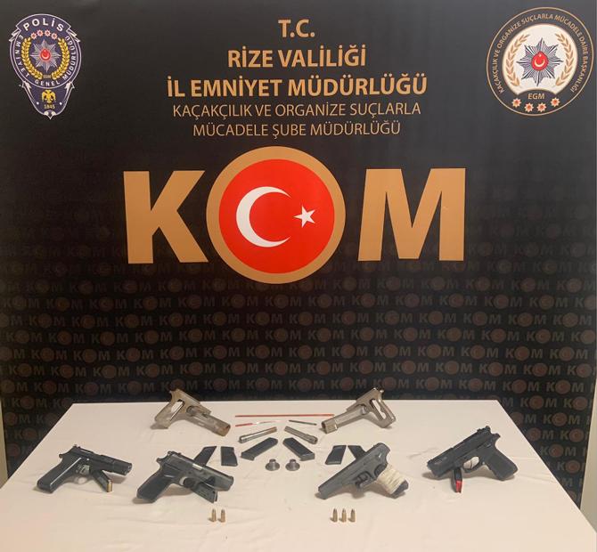 Rize'de silah kaçakçılığı yaptıkları iddia edilen 4 şüpheli gözaltına alındı.