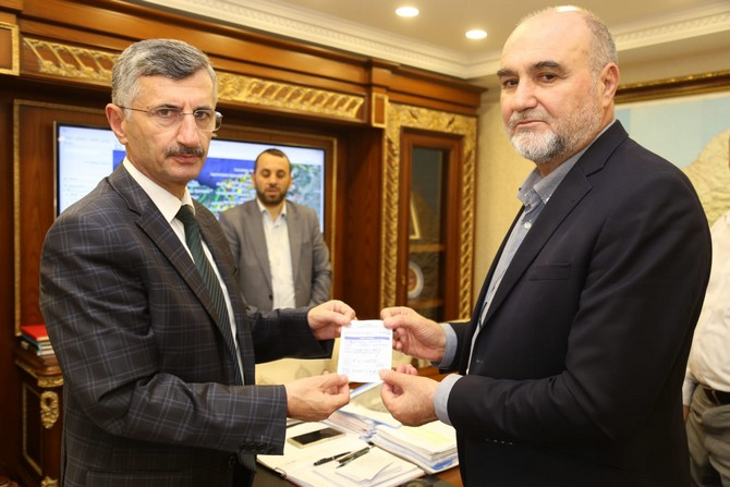 Rize'de Vekâletle Kurban Bağışı kampanyasına ilk bağış Rize Valisi Erdoğan Bektaş'tan geldi.