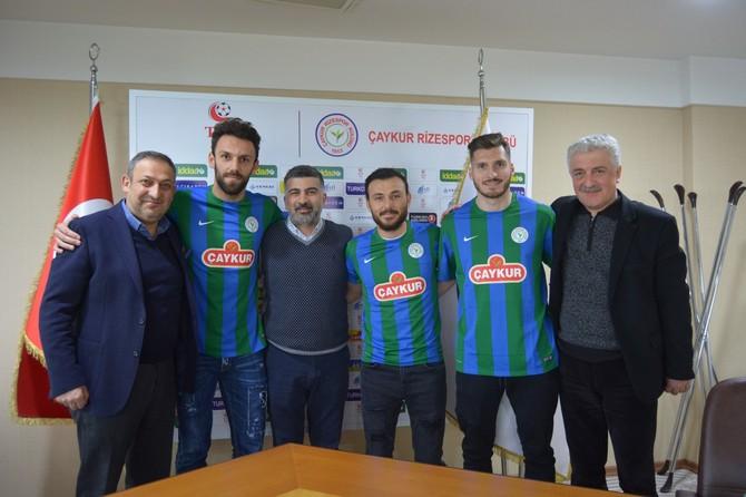 Rizespor'un Yeni Transferleri Yeşil Mavili Forma ile Poz Verdi