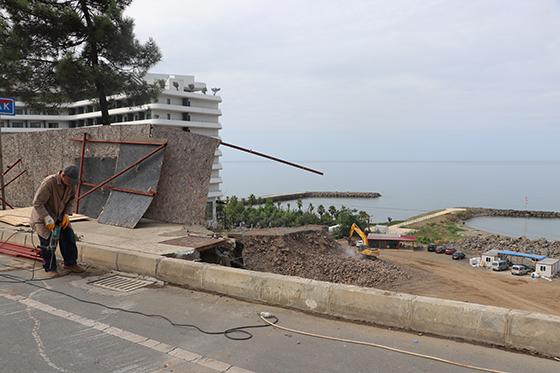 Trabzon'da kaldırım çöktü