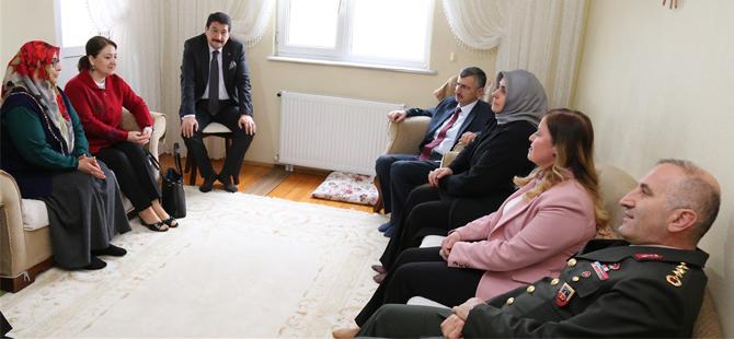 Vali Bektaş Şehit Ailelerini Ziyaret Etti