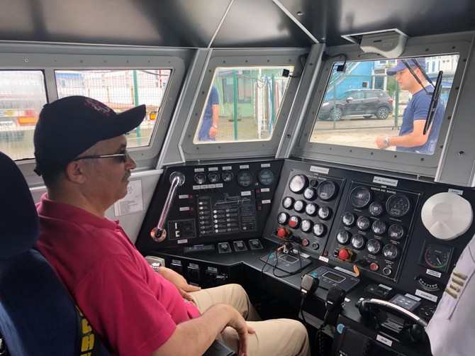 Vali Çeber, Sahil Güvenlik Botu ile Denize Açılarak Çalışmalar Hakkında Brifing Aldı