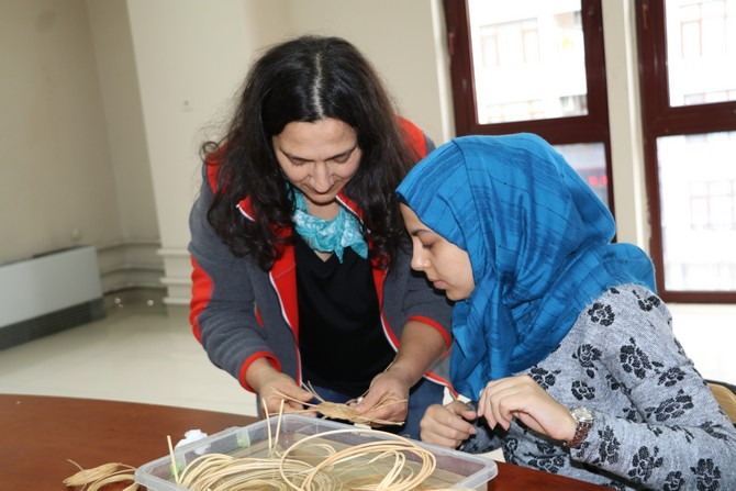 Yabancı Öğrencilere Türk Sanatları Eğitimi
