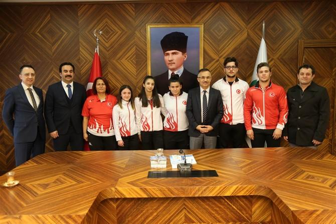 Rize'nin Gururu Olan Şampiyonlar Vali Çeber Tarafından Ödüllendirildi