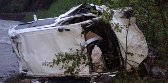 İkizdere'de otomobil dereye uçtu: 2 yaralı