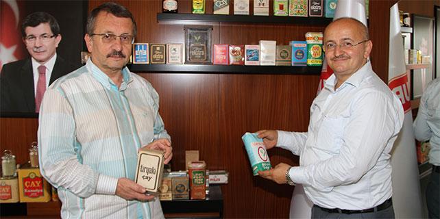 Sütlüoğlu eski çay paketlerini koleksiyon yapıyor