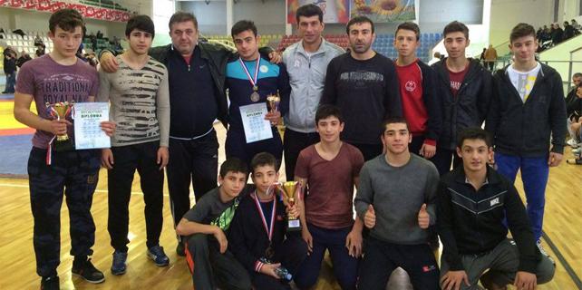 Çaykurspor Güreş Takımı 2 madalya ile döndü