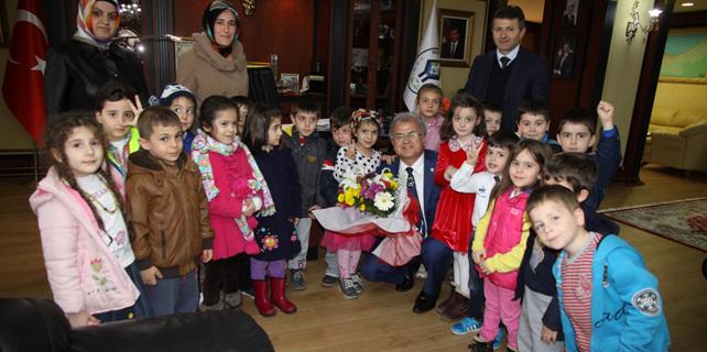 Minik öğrenciler Başkan Kasap'ı ziyaret etti
