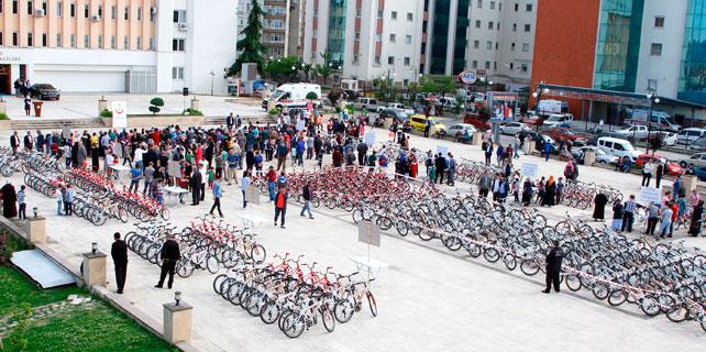 Rize'de 300 çocuğa bisiklet dağıtıldı