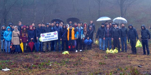 Rize'de üniversite öğrencileri Ayane Dağı'na yürüdü