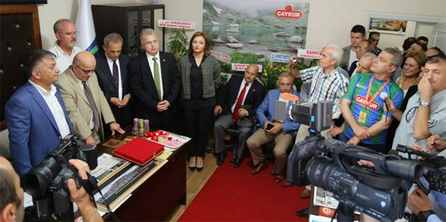 Rize Gazeteciler Derneği'nin yeni yeri açıldı