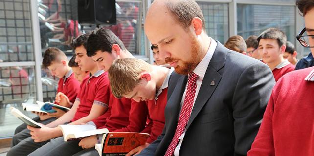 Bilal Erdoğan RENK için kitap okudu