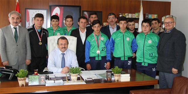 Sütlüoğlu, Türkiye Şampiyonu Güreşçileri ödüllendirdi