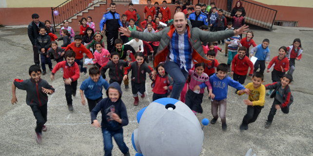 Rize Gençlik Merkezi okulları şenlik alanına çeviriyor