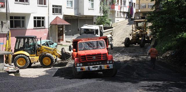Rize Belediyesi asfalt döşemeye devam ediyor