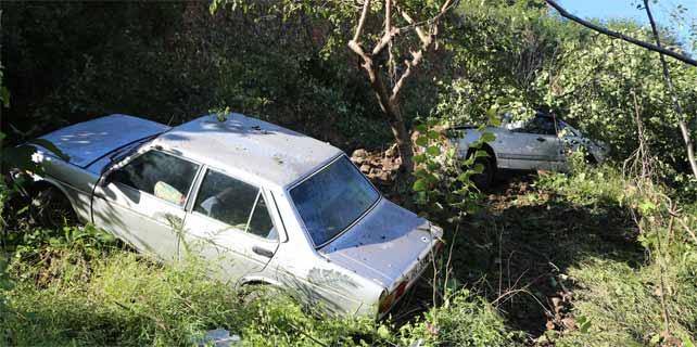 Pazar'da heyelan: Otomobiller etrafa savruldu