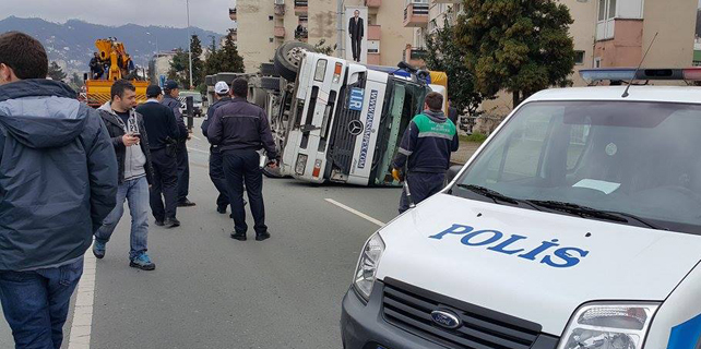 Rize'deki TIR kazası ucuz atlatıldı