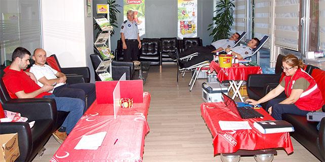 Çaykur personelinden Kızılay'a kan bağışı