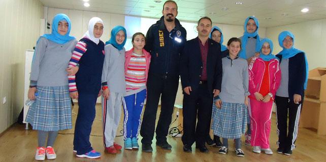 Rize'de öğrencilere güvenli internet semineri