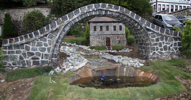 Rize'de minyatür kemer köprü yapıldı