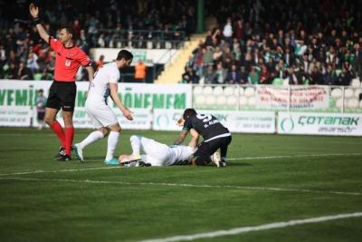 Adana Demirsporlu Sezer Özmen'in Ayağı Kırıldı