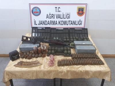 Ağrı Dağı'nda PKK sığınağında 61 el bombası imha edildi
