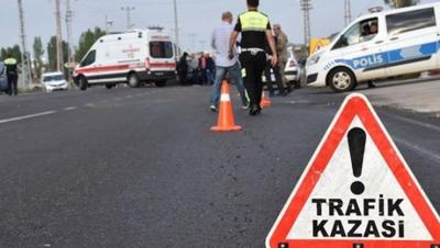 Artvin'de otomobil dereye yuvarlandı: 4 yaralı