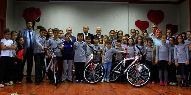 Rize'de öğrencilere 260 bisiklet dağıtıldı