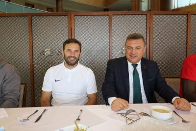 Başkan Kartal Futbolcu Ve Yönetim Kurulu Üyeleriyle Bir araya Geldi