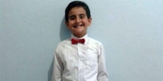 Rize'de 8 yaşındaki çocuğa otomobil çarptı