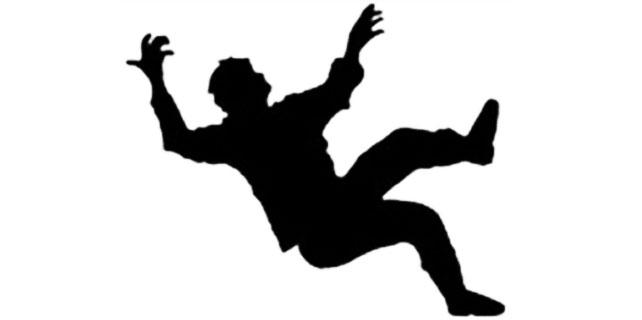 Rize'de genç çocuk 5. kattaki balkondan düştü